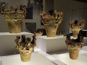 「縄文―1万年の美の鼓動」で展示中の火焔型土器=東京国立博物館