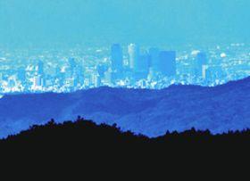 台風一過の展望台から遠望した名古屋の高層ビル群=豊根村の茶臼山高原で