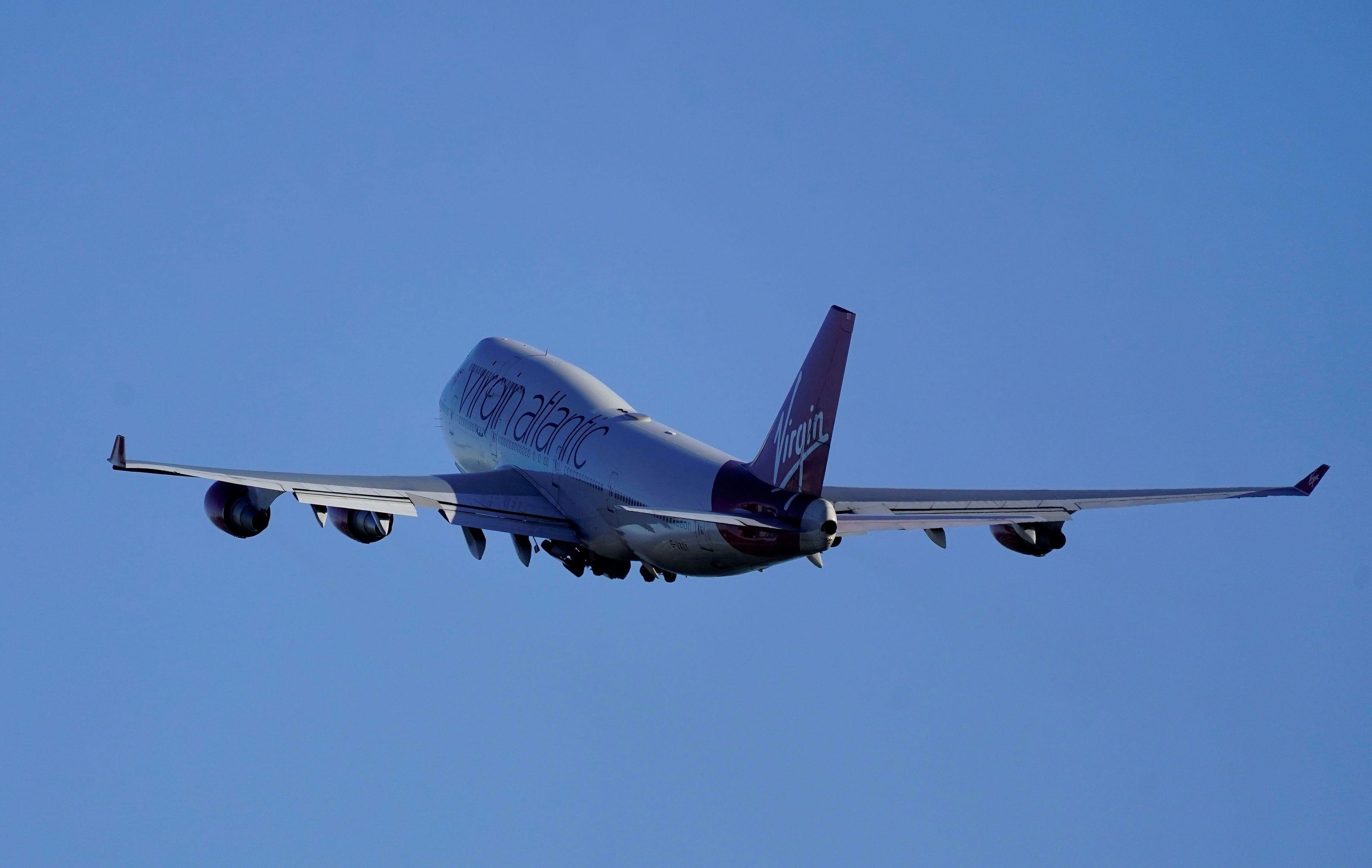 英マンチェスター空港から離陸するヴァージンアトランティックの航空機=2018年1月(ロイター=共同)