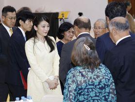 ブラジルを訪問し、歓迎行事で歓談される秋篠宮家の長女眞子さま=18日、リオデジャネイロ(共同)