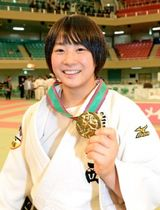 女子52キロ級で優勝した熊本西・白石響