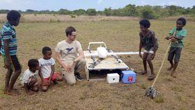 バヌアツのエロマンゴ島西部で行われたドローンのテスト(ユニセフ提供・共同)