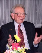 2003年に東京大から名誉博士号を受けた際の米プリンストン大教授、フィリップ・アンダーソンさん