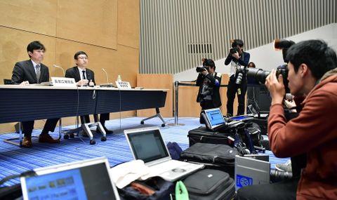 女性社員が福田淳一財務事務次官のセクハラ被害を受けていたと明らかにしたテレビ朝日の記者会見=19日未明、東京都港区