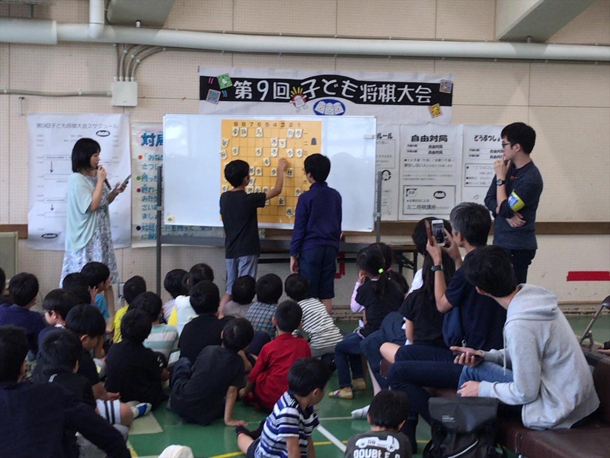 大会の合間に将棋の講座