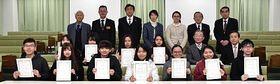 「青森サポーター」に認定された青森中央学院大の留学生たち