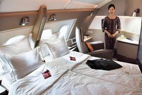 デザインが刷新されたシンガポール航空のエアバスA380のスイートクラス=14日、シンガポール(共同)