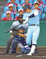 6回表近江1死三塁、左前に勝ち越し打を放つ北村選手
