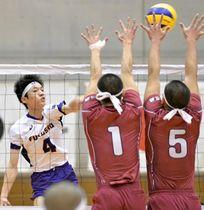 【福島商―相馬】チーム最多の12得点を挙げた福島商の石崎〈4〉=福島市国体記念体育館