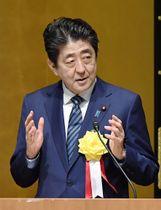 全国信用金庫大会であいさつする安倍首相=20日午後、東京都千代田区