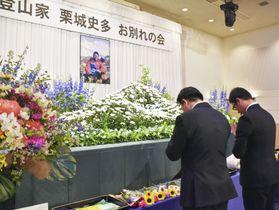 札幌市で開かれた、登山家栗城史多さんのお別れ会=17日午後