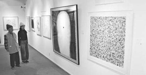阿波和紙の版画60点展示 山川 開館30周年展始まる