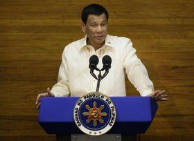 23日、フィリピン・マニラで施政方針演説を行うドゥテルテ大統領(AP=共同)