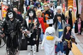仮装した市民らが札幌市中心部を練り歩いた昨年のハロウィーン
