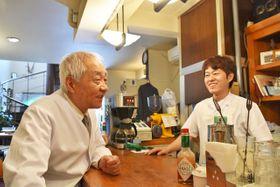 モンタンの小川久一さん(左)と次男竜介さん。創業以来変わらぬ味を提供する