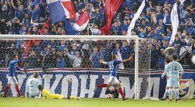 J1横浜M 守り勝ち 磐田のオウンゴール誘う