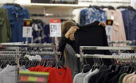 米シアトルの衣料品店=2017年11月(AP=共同)