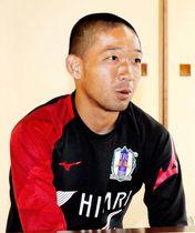 愛媛FCでの7年間を振り返り、感謝を述べる河原和寿=松山市菅沢町