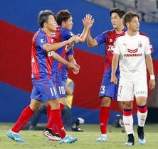 FC東京―C大阪 前半、先制ゴールを決め喜ぶ永井(左端)とFC東京イレブン=味スタ
