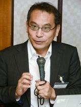 マスコミ倫理懇談会の分科会で発言する森暢平成城大教授=19日午後、高知市