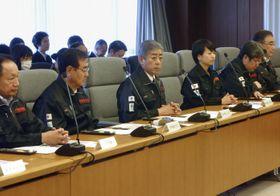 災害対策本部会議で発言する岩屋防衛相(左から3人目)=22日午前、防衛省