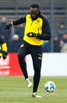 サッカーのドイツ1部リーグ、ドルトムントの練習に参加したウサイン・ボルト氏=23日、ドルトムント(ロイター=共同)
