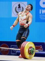 男子61キロ級 ジャーク3回目で162キロに失敗した糸数陽一=パタヤ(共同)
