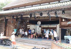 肥土山農村歌舞伎舞台で稽古を重ねる出演者たち=香川県土庄町肥土山