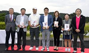 プロとアマ熱戦 福島県シニア、女子オープンゴルフ