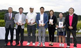 各部門で優勝したプロの(左2人目から)萩原、橋本、相沢、中村、遠藤