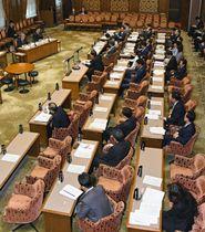 野党が欠席して開かれた参院予算委の公聴会=13日午後