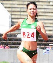 女子200メートル決勝 24秒台で優勝した青学大の奥村=正田醤油スタジアム群馬