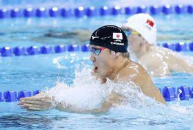 男子100メートル平泳ぎ決勝 短水路日本新で3位の小関也朱篤=杭州(共同)