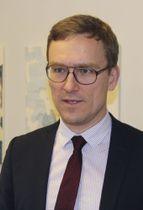 インタビューに応じるスウェーデンのペール・アンキスト環境副大臣