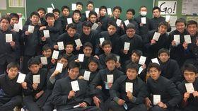 2級土木施工管理技術検定の学科試験に合格した生徒=鹿町工高(同校提供)