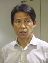 W杯メンバーの選考について取材に応じるサッカー日本代表の西野朗新監督=19日、東京都文京区