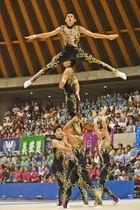 昨年の全国高校総体新体操男子団体で2連覇を飾った神埼清明の演技