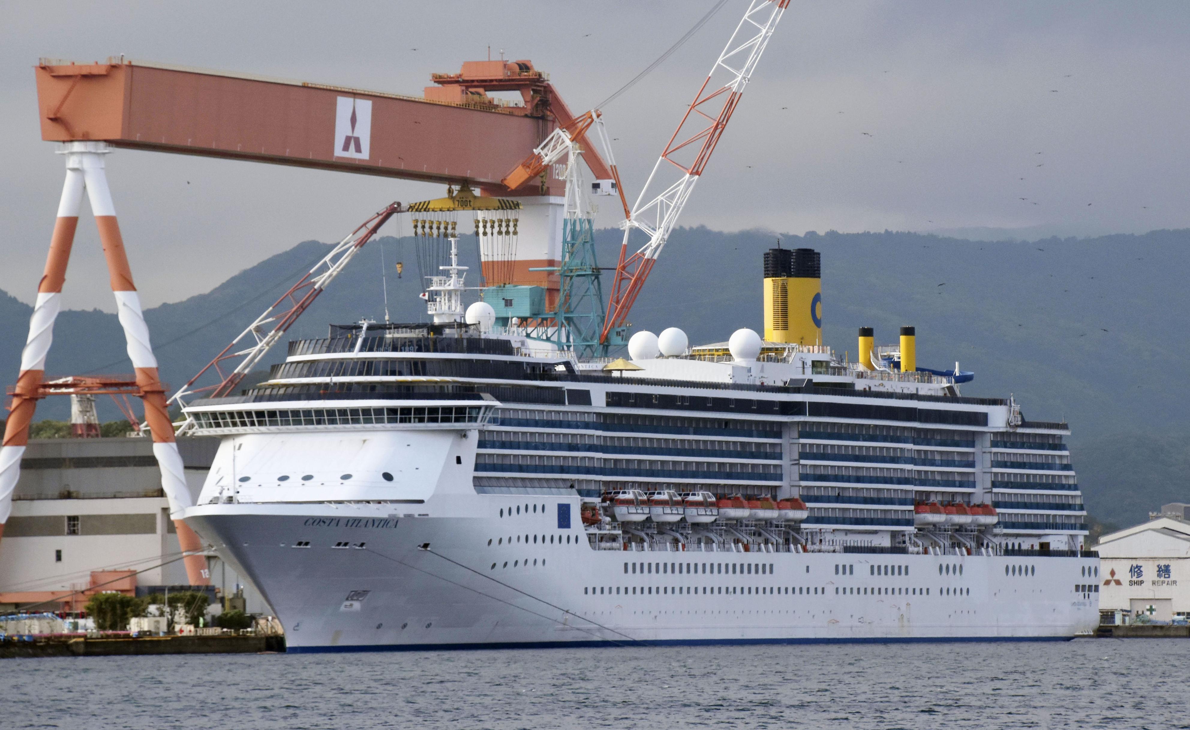 停泊中のイタリア籍クルーズ船「コスタアトランチカ」=3日午後、長崎市