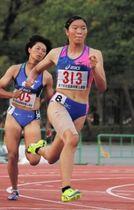 女子四種競技 最終種目の200メートルで力走。総合で2位になった滝川第二の松下美咲(313)