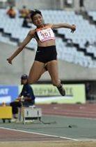 女子走り幅跳び決勝 最後の跳躍で5メートル88をマークして逆転優勝を飾った福田蒼依(矢板)=ヤンマースタジアム長居