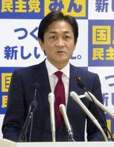 地方組織の幹部を集めた会合であいさつする国民民主党の玉木代表=15日午後、東京・永田町の党本部