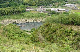 眼下に四万十川を望む「御成婚の森」。対岸には茶畑も見える(四万十町十川)