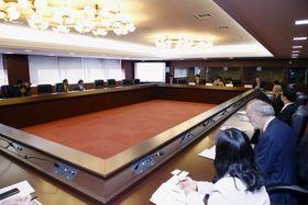 在京大使館関係者向けに開かれた、福島第1原発処理水の状況に関する説明会=21日午前、外務省