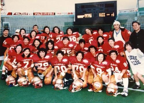 レディコングで活躍していた当時の鈴木弘子さん(下段左から3番目)