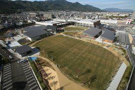 公園を併設した複合型商業施設「ブランチ大津京」(大津市二本松)=大和リース提供