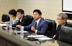 神戸ゆかりのスポーツの今後について議論を深める関係者たち=神戸市中央区港島中町6