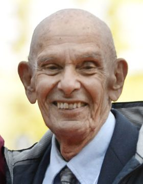 チャック・ミルズさん死去 92歳、日本のアメフト発展に貢献