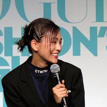 神戸の印象やファッションについて話す桐谷美玲さん=大丸神戸店