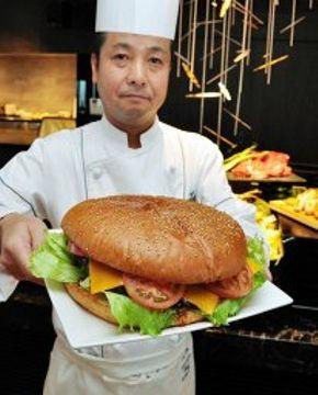 総重量1キロの巨大バーガー登場