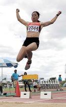 姫路選手権に出場し、女子走り幅跳びで優勝した中野瞳=姫路市、ウインク陸上競技場(提供写真)